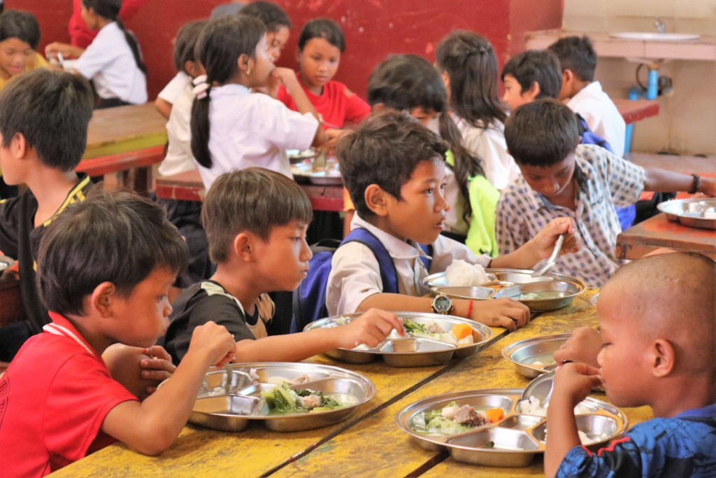 Hot nutritious meals for students