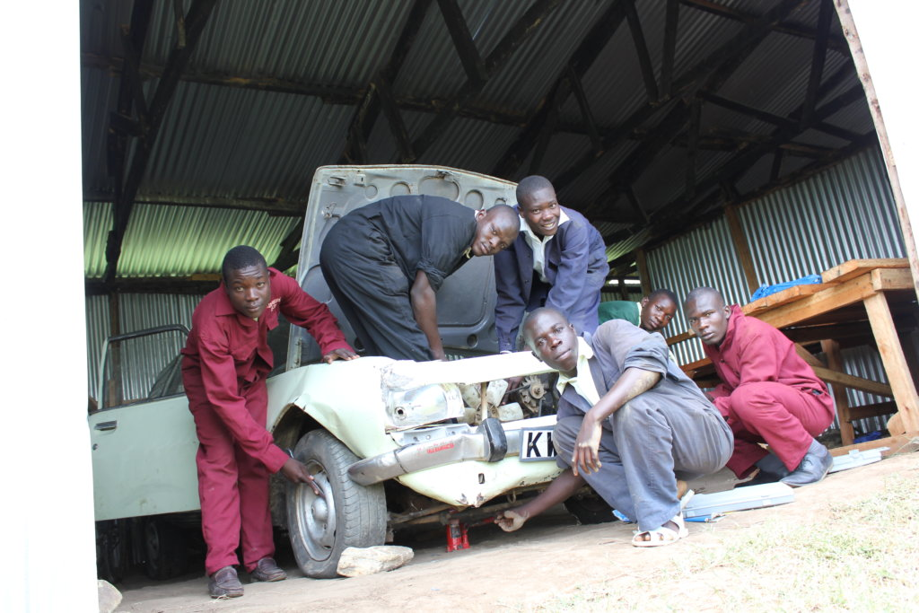 Motor technicians on their practical assignement