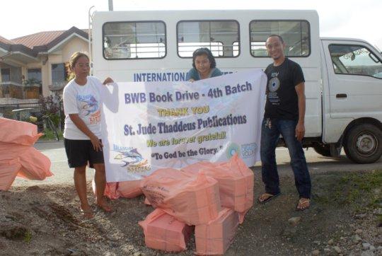 Siggy distributing school books