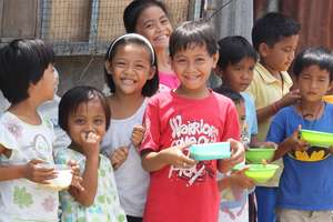 5,000 Hot Meals for Homeless Haiyan Survivors