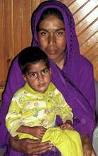 4 year old Sadia with her mother Nuzhat