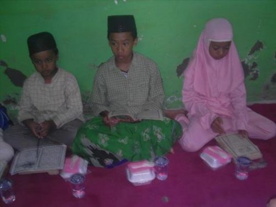 Learning together to read Al Quran