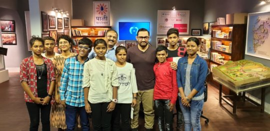 Our kids with Aamir, Kiran Rao and Girish on set
