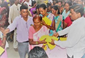 Distributing saris to Sangeeta's community