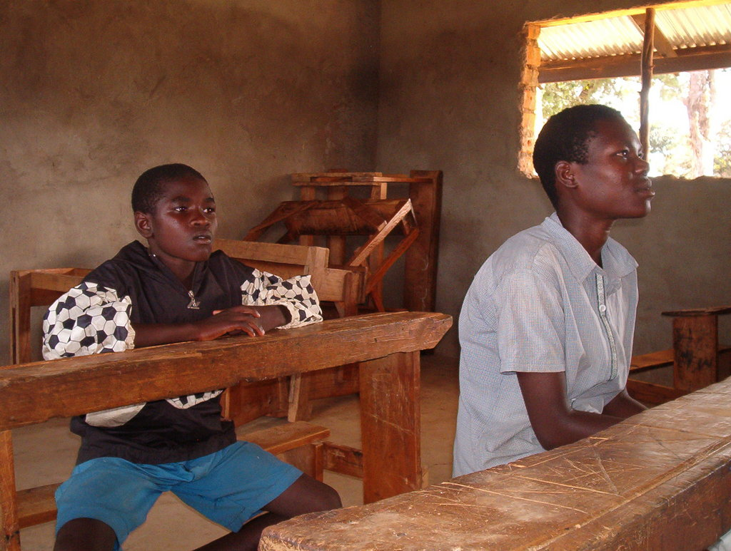 Make shift classess for displaced children