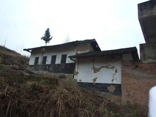 Provide a new school building for mountain village