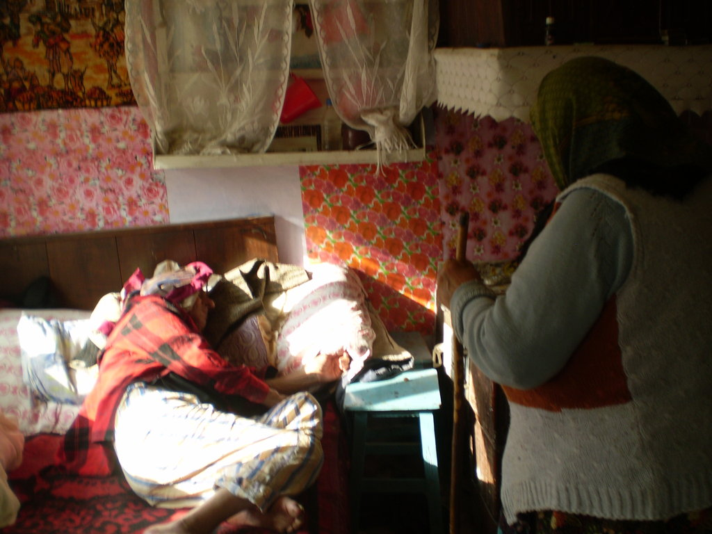 Home care for sick elderly people in Romania - GlobalGiving