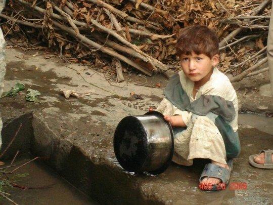 Little girl washing utensils