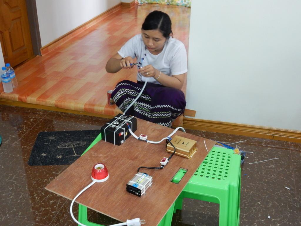 Trainer(candidate) is preparing demonstration kit
