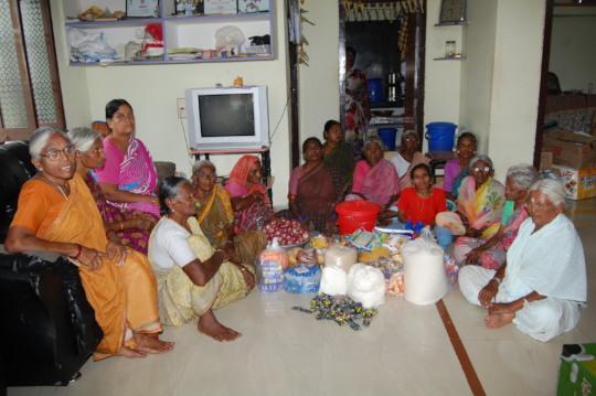 Elderly People  oldage home in kurnool donate food