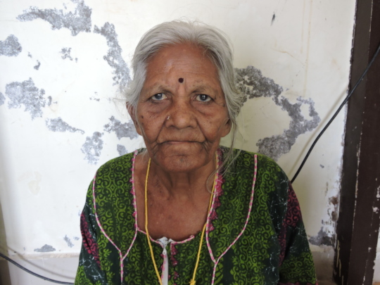 sponsor poor elderly person food in old age home