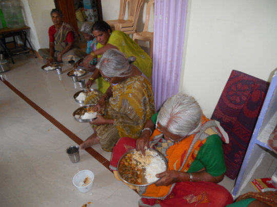 Food donation for oldagehome in kurnool by charity