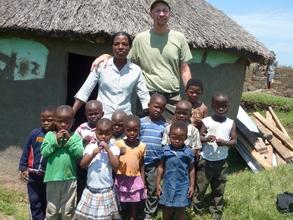 The children in front of the kindergarten