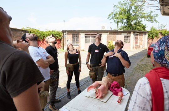 Train 24 Freelance War Reporters in First Aid