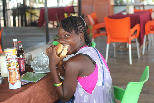 Geraldine - ebola survivor enjoys lunch treat
