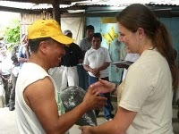 A volunteer handing out the frijoles