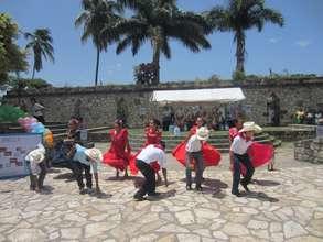 Folkloric dancing in Copan