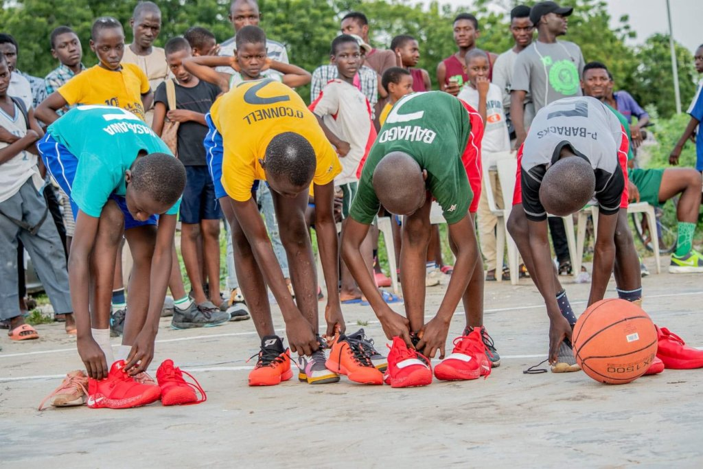 Some luck participants enjoying there shoes.