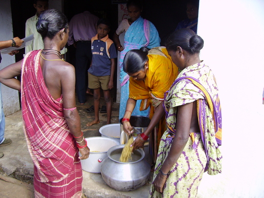 Women in Bolaranga measuring soaked soybeans before cooking soym