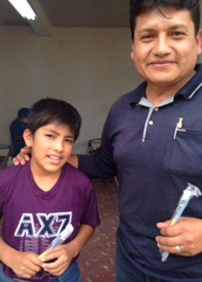 Arco de Iris boy with director