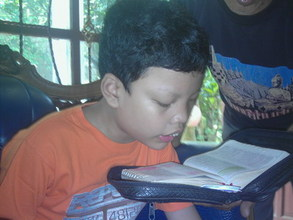 Jeremia reads the Bible