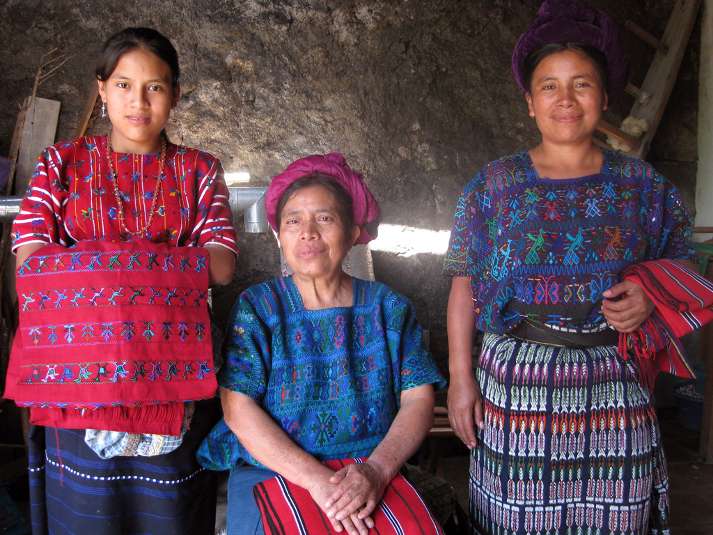 Doña Maria with daughters Estela (L) and Elena (R)
