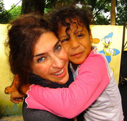 Photography Volunteer and Child from Julio Otoni