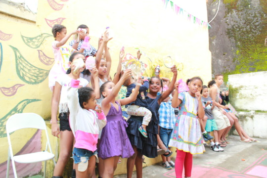 children at julio otoni