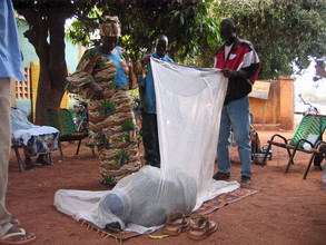 Health workers learn how to properly use a net