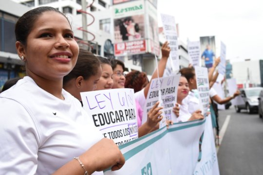 Las Claras voicing their support