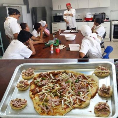 Cooking workshop with a volunteer chef