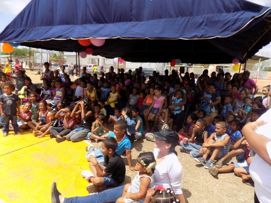 Clown show for the children in Felipillo