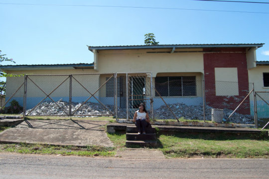 Director of Las Claras in front of the building