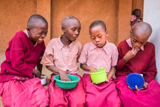 Feed 2,400 school children in Kenya