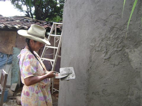 Doña Juana participating in a hands on workshop to build her fam