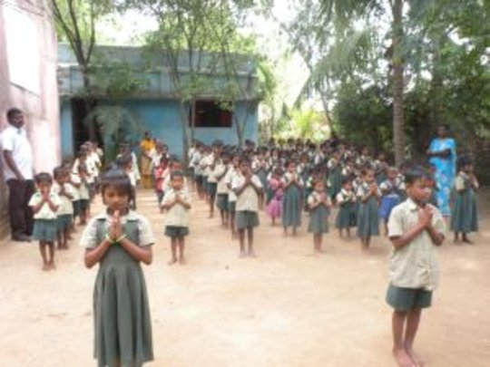 children in the prayer