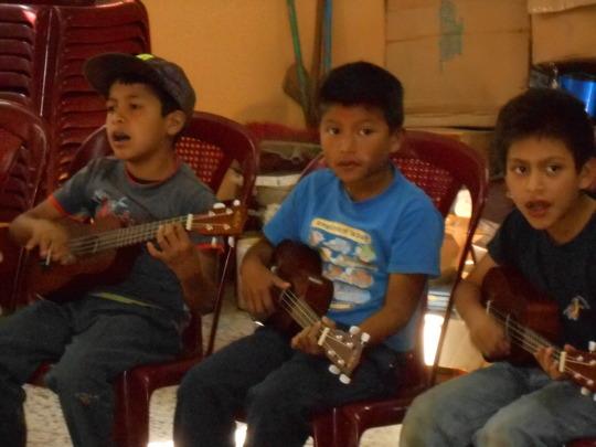 uke lessons for every school kid in Pasajquim