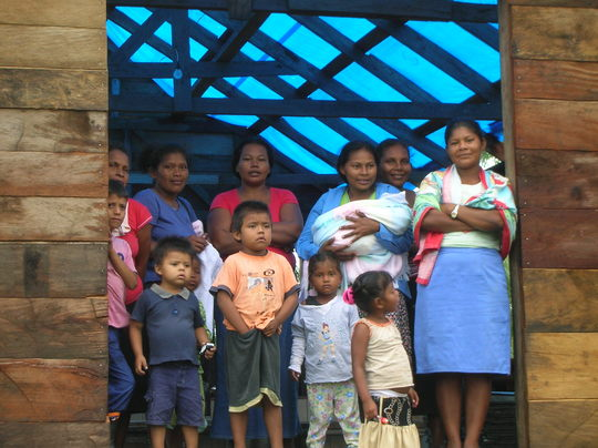 Miskita family waits for construction of new roof to be complete