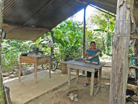 Local artisan, Amanda (Necase) Acosta @ workshop