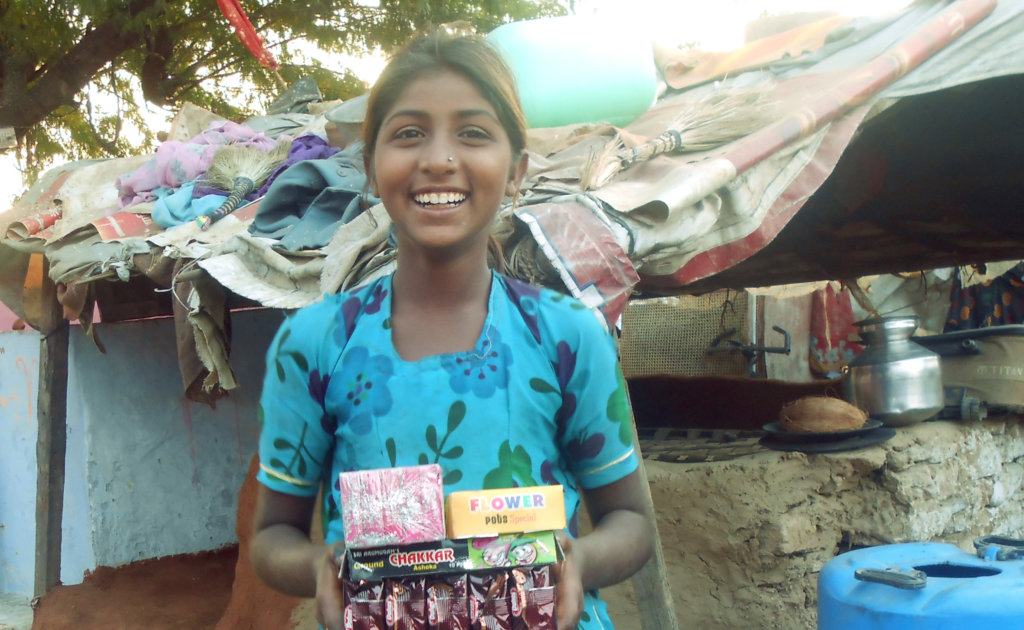 Provide Gift & food to 500 Street Children