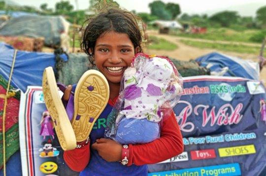Provide Gift & food to poor street children