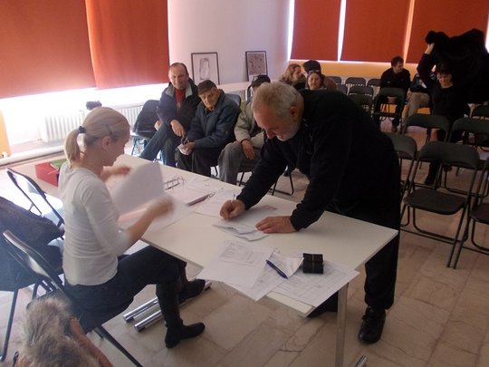 Signing contracts with beneficiaries in Obrenovac