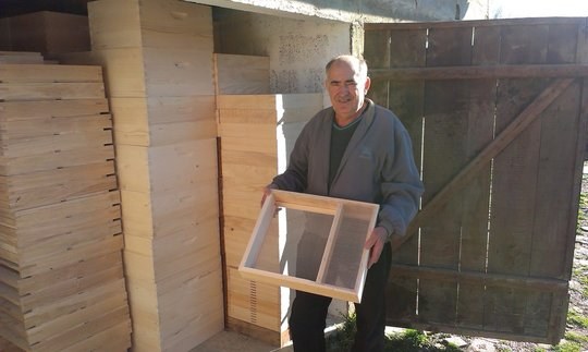 Supporting family businesses - honey production