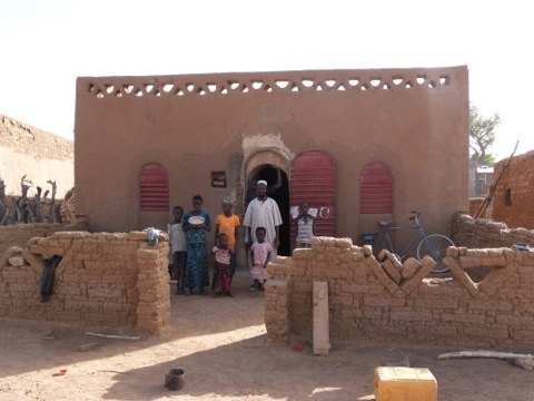 Family in Dendjola, Mali, and their NV house