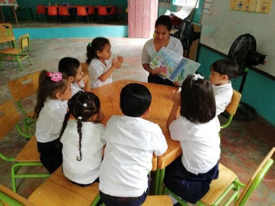 Kindergarten children receiving reading aloud clas