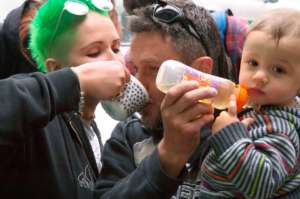 Mango-feminist Ezhi is feeding her family!