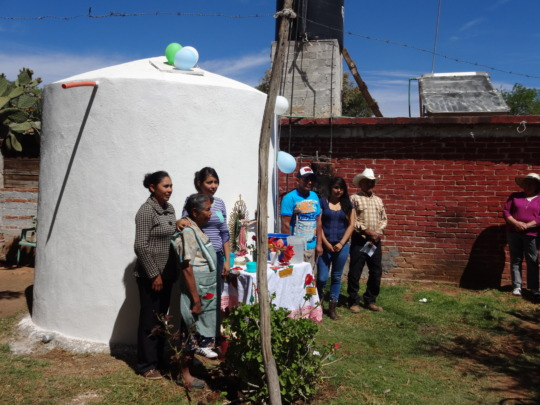 A family inaugurates their new cistern in Arenal