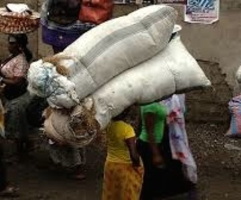 Kayayoo carrying Large, Heavy Load to Earn Pesewas