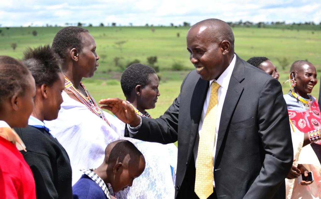 Nantayio greets the Governor