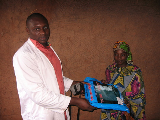 A pregnant mother recieving ITN from malaria team